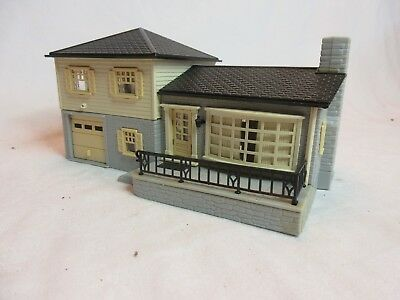 Ho Scale Plasticville Split Level House Gray & Cream With Black Roof