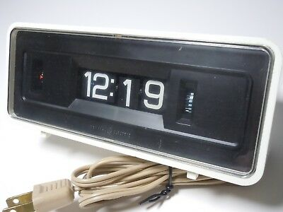 Vintage General Electric GE Rolling Flip Alarm Clock 8125A White/Off White
