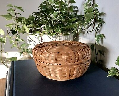 """Mid-Century Vintage Round Woven Basket With Lid,Trinkets/Gifts,5 1/4"""" Diameter"""