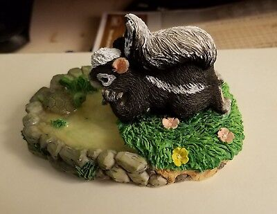 Silvestri Charming Tails Dean Griff Take Time To Reflect Figurine Skunk