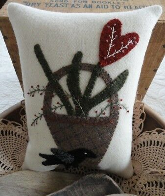 pRiMiTiVe Valentine Basket Pillow~Wool Applique~Crow~Heart~Spring~