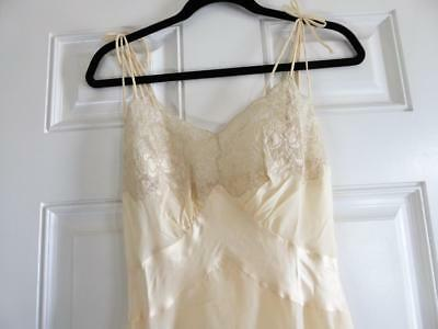 VINTAGE PARISIAN MAID CREAM  SATIN & LACE NEGLIGEE NIGHTGOWN LINGERIE size 36