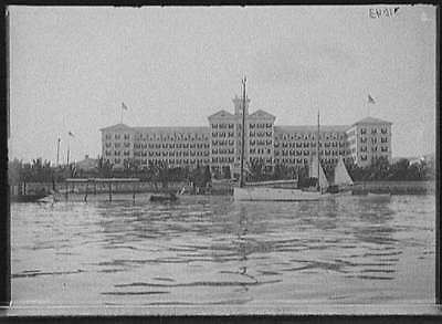 Waterfront hotel,waterfronts,boats,South Carolina,SC,Detroit Publishing Co,1900