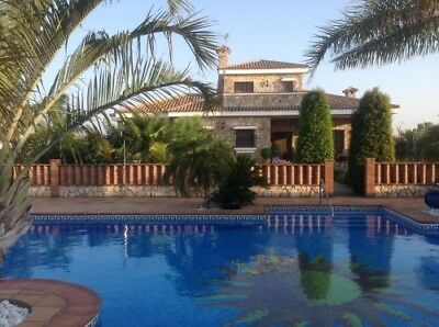 Stunning luxury Villa with Pool and seperate 2 Bedroom Guest House. BARGAIN!