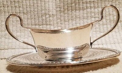International Silver Company Gravy Sauce Boat Attached Tray #6013 Camille