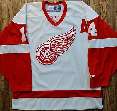 Detroit Red Wings Jersey CCM Brendan Shanahan L large white Men s NHL MIC  hockey cf8ef3e40