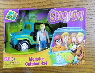 NEW Scooby-Doo Transforming Mystery Machine and Fred Collectible Figure Playset