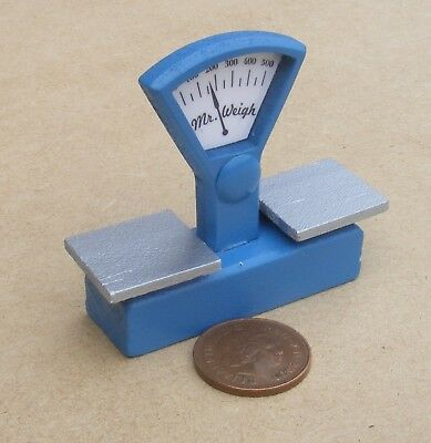 1:12 Scale Blue Wooden Kitchen Weighing Scales Tumdee Dolls House Shop Accessory