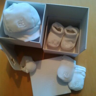 Emile et rose gift set in white, Hat,MItts,Bootie,and wrist rattle age 0/1 month