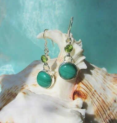 Earring with Malachite Green Stone of the Aphrodite Peridot Round