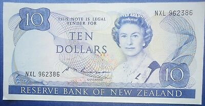 NEW ZEALAND $10 banknote 1985-89 - RUSSELL signature VF-EF  P172b