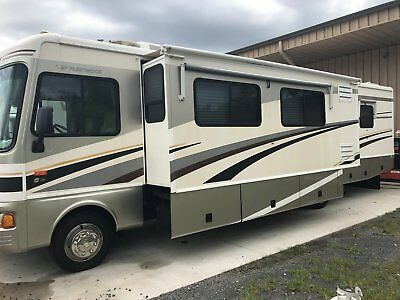 2005 fleetwood bounder RV Class A 36k miles great condition !
