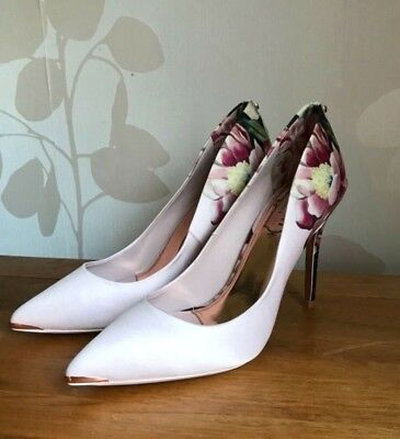 57acb3453 TED BAKER KAWAAP Painted Posie Floral Court Shoes Uk 7 Eu 40 ...