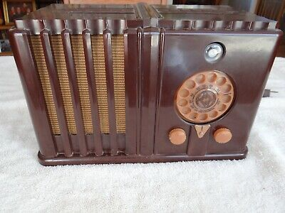 Wards Airline Radio Model 62-636 Art Deco