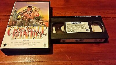 CROCODILE DUNDEE  .  PAUL HOGAN & LINDA KOZLOWSKI -  CBS Fox  VHS VIDEO