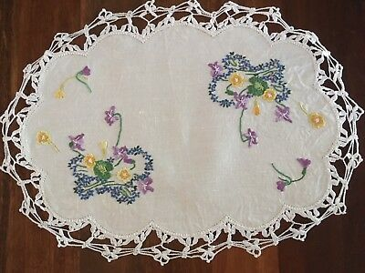 Pretty vintage linen embroidered floral Baskets of lilacs Centrepiece Doily Exc