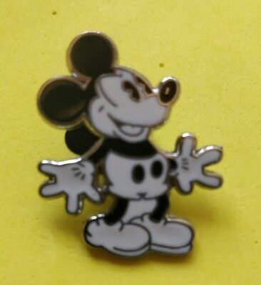 .Disney trade pin Mickey mouse Black and White   (I COMBINE THE P&P)12