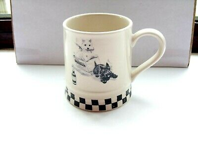 black and white scotch whisky tankard no markings on base in VGC