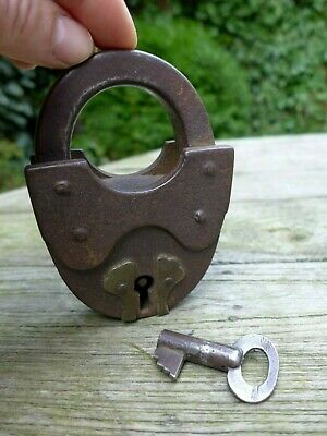 Antique Vintage Large Beautiful Padlock with one key working order, 18-01