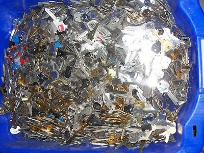 Lot Of 4 Lbs  Misc Car ,house,etc.  Key Blank  Uncut  Old And New      Locksmith