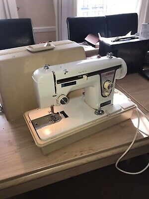 New home Janome Deluxe model 525 Sewing machine CASE AND FOOT PEDAL