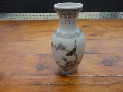 Vintage Porcelain Chinese Small 14 cm  Tall Jingdezhen Made Hand Painted Vase