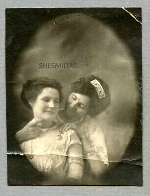 #444 Finger Play in the PENNY ARCADE, Women, Vintage Antique Lesbian Int Photo