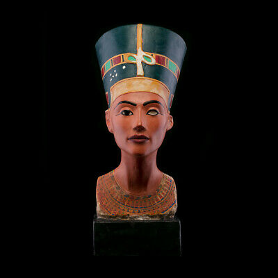 Iconic Bust of Ancient Egyptian Queen Nefertiti , Museum Replica , Art Sculpture