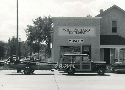 "WILLYS WOODY WAGON CAR pulls BOAT by""WILL RICHARD TAXIDERMIST"" MUSEUM*1949 Photo"