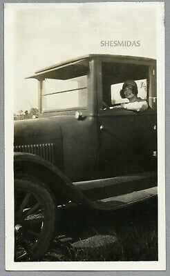 #378 Flapper Woman Framed in a Car Window, Automobile, Vintage 1920s Photo