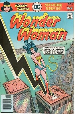 Wonder Woman no 225 1976 Bronze Age High Grade - Features NY WTC Buildings Cover