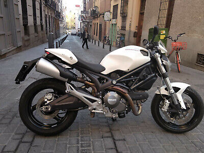 Ducati Monster 696 impecable blanca 2012