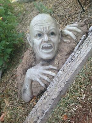 ZOMBIE GARDEN STATUE Pickup available in Carlton will post..