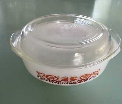Vintage Pyrex Ovenware Casserole Dish and Lid- 7..1970s