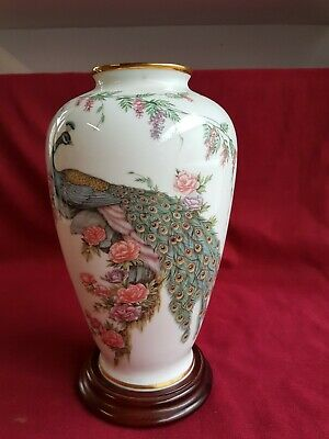 the imperial peacock vase The Heritage Collection Nitto fine ChinaGoldrand Pfau