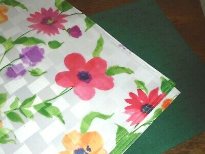 4 Place Mats Two Designs