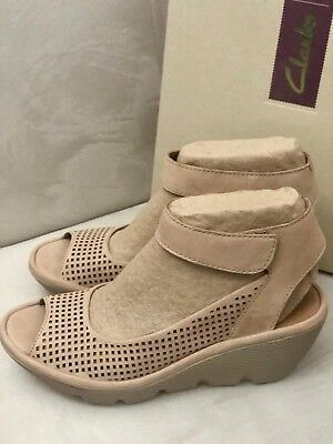 b3a35298e7a Clarks Sandals Womens Reedly Salene Sand Nubuck Leather Wedge Heels New US  9.5 M