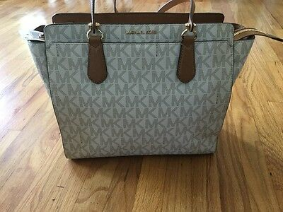 15646cac5423 NWT MICHAEL KORS Dee Dee Large Convertible Tote in Vanilla - $299.00 ...