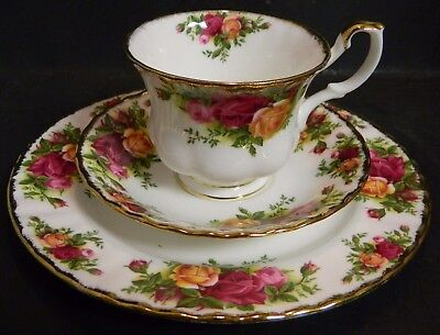 Vintage Royal Albert Old Country Roses Trio (Cup Saucer Dessert Plate) Excellent