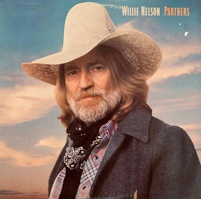 WILLIE NELSON HAND SIGNED AUTOGRAPH PHOTO with LP ALBUM - GREAT GIFT