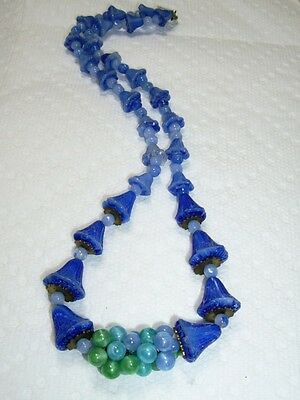 "Vintage ART GLASS Graduated Tulip/Bell Shape Bead ""Grape Cluster"" Necklace 17"""