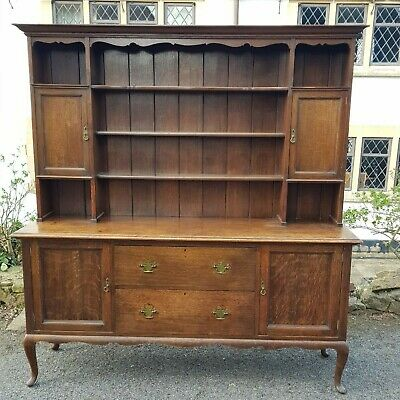 A Stunning Early 20TH Century Georgian Style Oak Dresser with 3 tier plate rack