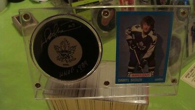 Darryl Sittler Autograph Toronto Maple Leafs Puck, Stand,card Hall Of Fame 1989