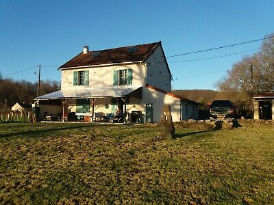 French country house to be sold fully furnished and equipped.