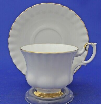 Elegant Nice Royal Albert England Val D'or Bone China Tea Cup & Saucer Duo Set