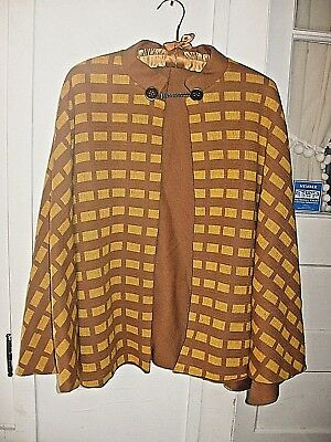LOVELY VINTAGE 1960s REVERSIBLE BROWN/GOLD WOOL KNIT CAPE