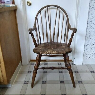 Vintage Wood Rush Seat Windsor Arm Chair Spindle Back Woven