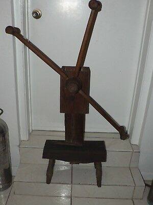 Antique Vintage Wood Spinning Wheel Winder Primitive Yarn Textile Weaving spool