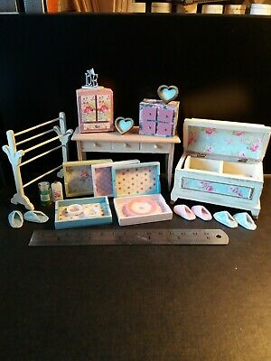 Job lot pretty modern 12th scale dolls house miniatures trunk chest tray slipper