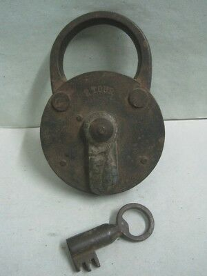 19th century metal and iron big padlock 2 Tour with key
